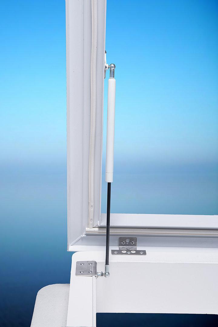 Lichtkuppel  mit Gasdruckzylinder und Verriegelung  70 x 70